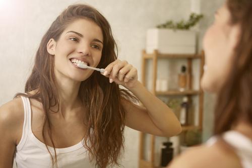 Профессиональная гигиена полости рта по специальной цене – всего 5 т.р.