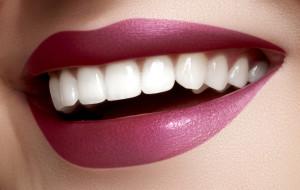 Почему востребована и как выполняется чистка зубов от камня