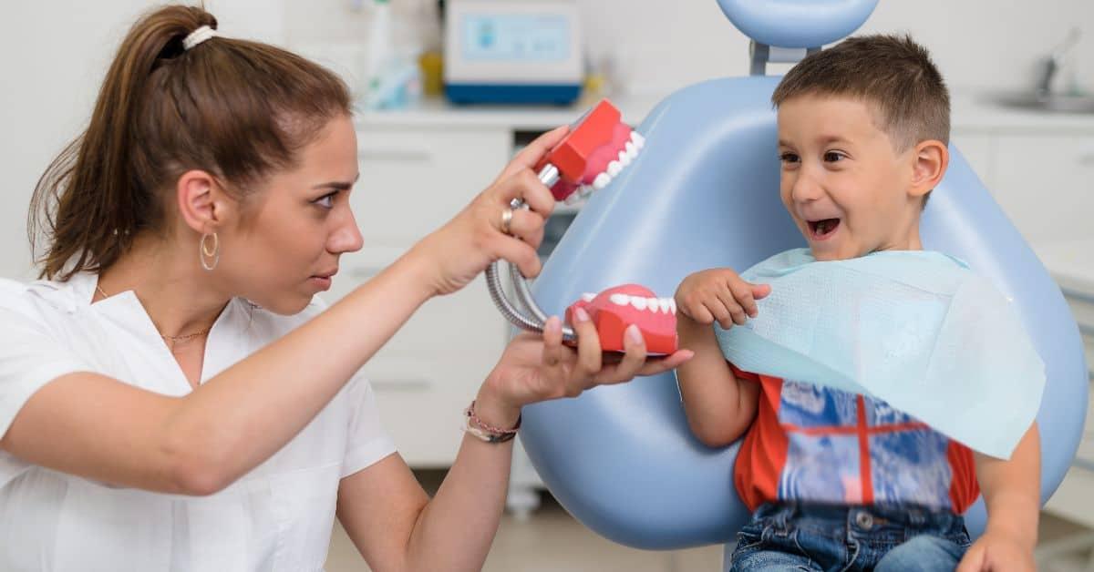 Флюс у детей: почему он возникает и как его лечить