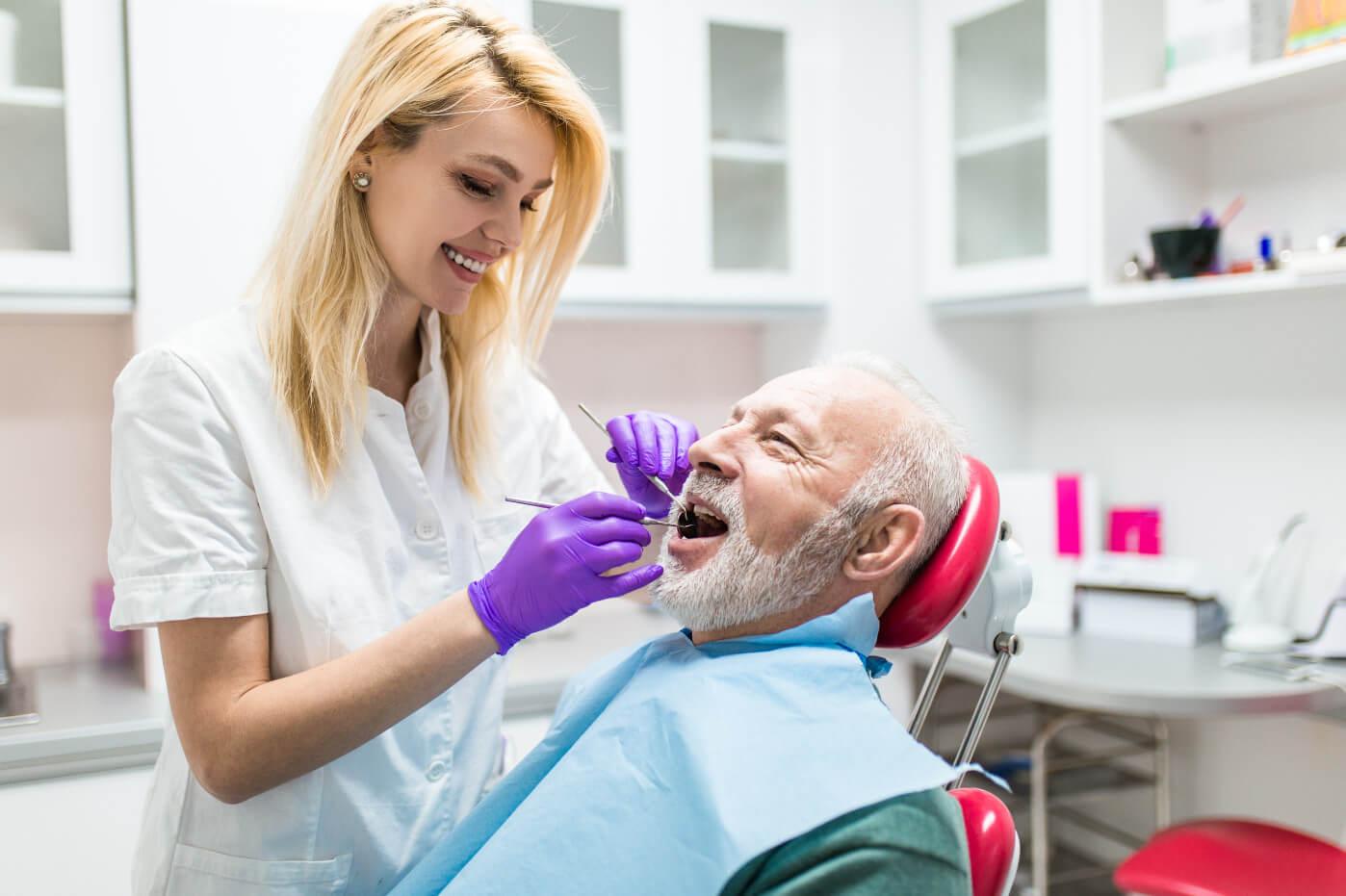 Как проходит имплантация зубов, уход после операции фото