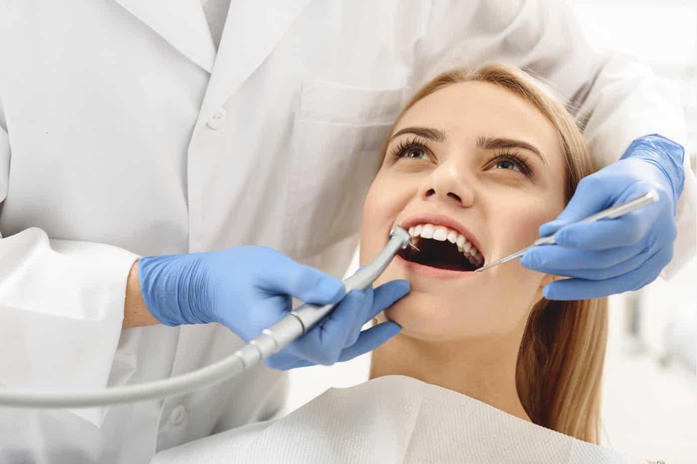 Сроки службы зубных имплантов  фото